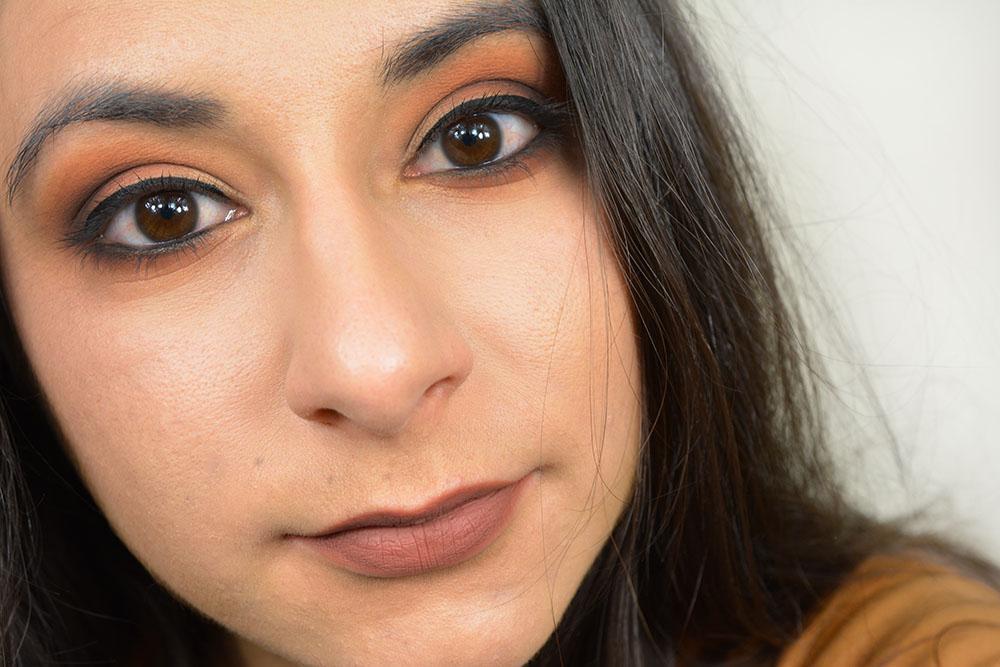 Une idée de maquillage avec la palette Shade + Light Eye Contour de Kat Von D !