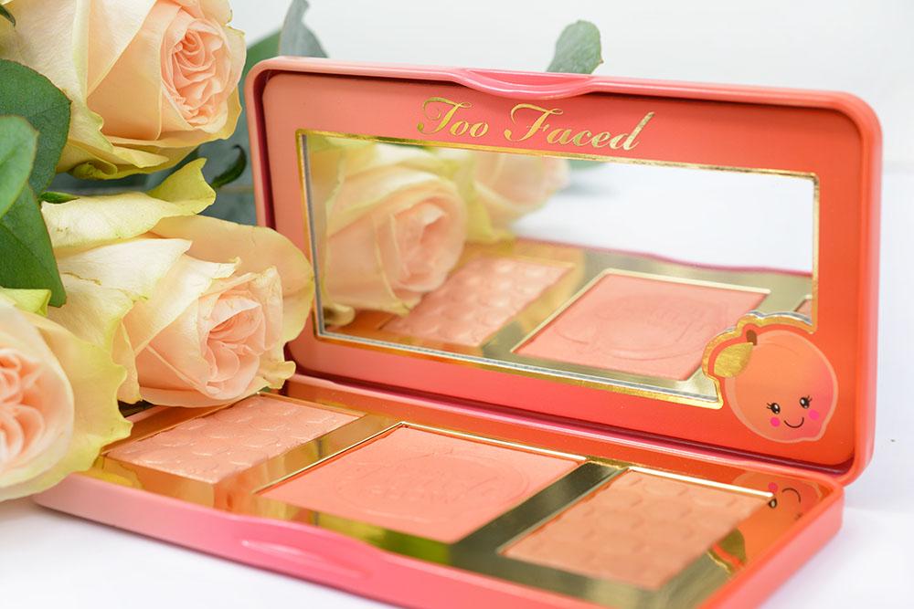 La palette pour le teint Sweet Peach Glow Kit de Too Faced