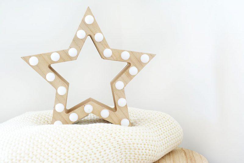 étoile lumineuse en bois